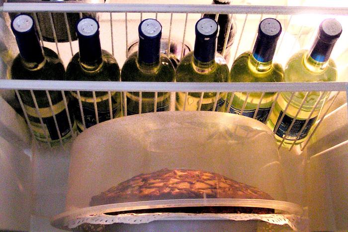 Как сберечь открытое вино доследующего раза и как правильно хранить бутылки дома?