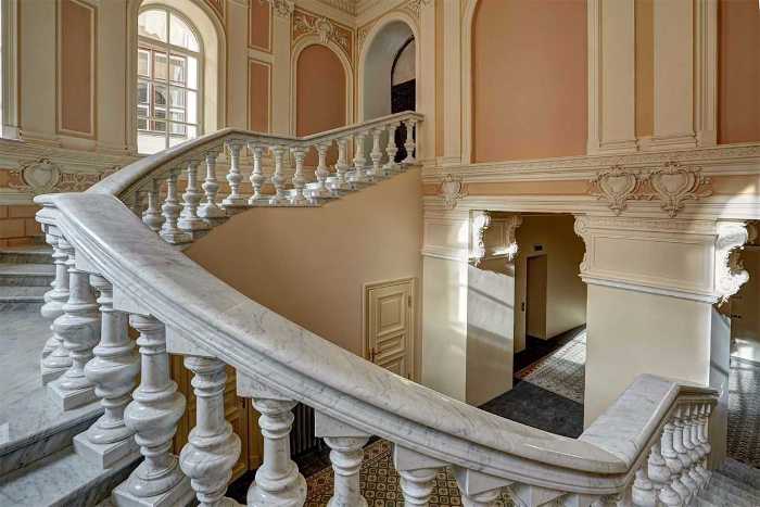 Как выглядят квартиры в петербургском дворце, которыми владеет связанный с Медведевым фонд