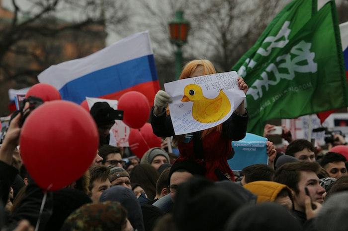 «Кря-кря-кря» как протестный лозунг. Петербургские школьники и студенты провели самую яркую акцию последних лет