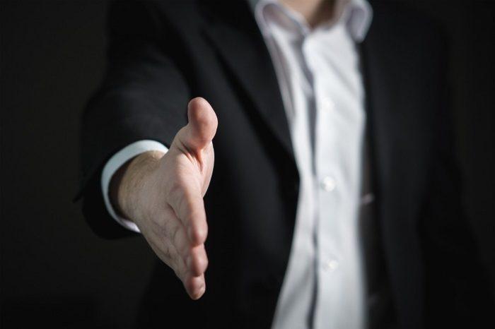 Профессии, которые ненавидят: риелтор — о всезнающих клиентах, рекламе в парадных и доходах
