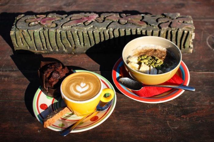 Десять завтраков за 290 рублей впетербургских кафе: от гранолы ивафель до льняной каши