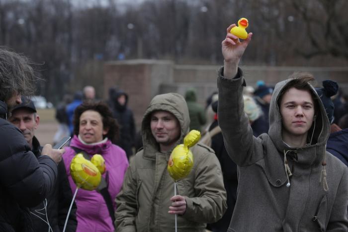 Сколько людей вышли на антикоррупционный митинг в Петербурге. Панорама
