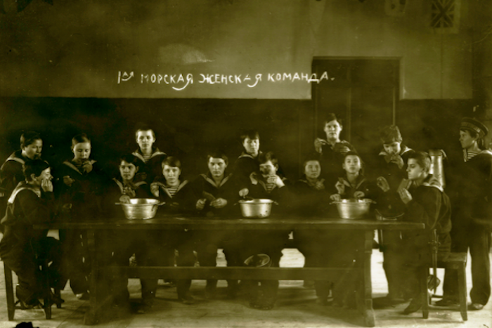 Как в Петрограде 1917-го появилась первая морская команда, где матросами были только женщины