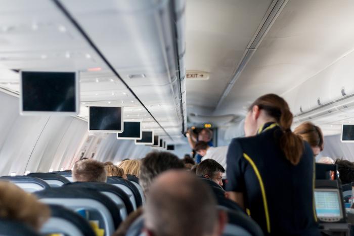 Как получить компенсацию, если задержали рейс или вам нехватило места в самолете?