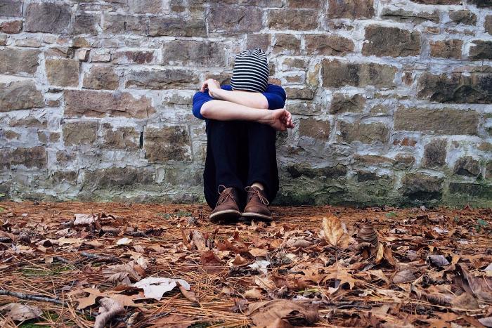 «Я не видел выходов, а они были»: три истории о попытках покончить с собой в подростковом возрасте