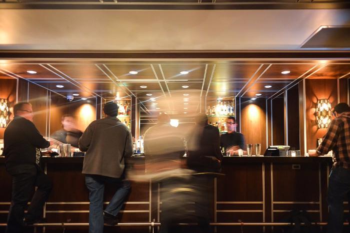 О чем петербуржцы рассказывают барменам: истории из The Hat, ElCopitas, Brimborium и Dead Poets