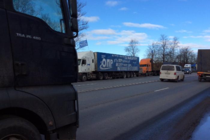 Лидера петербургских дальнобойщиков арестовали на 14 суток