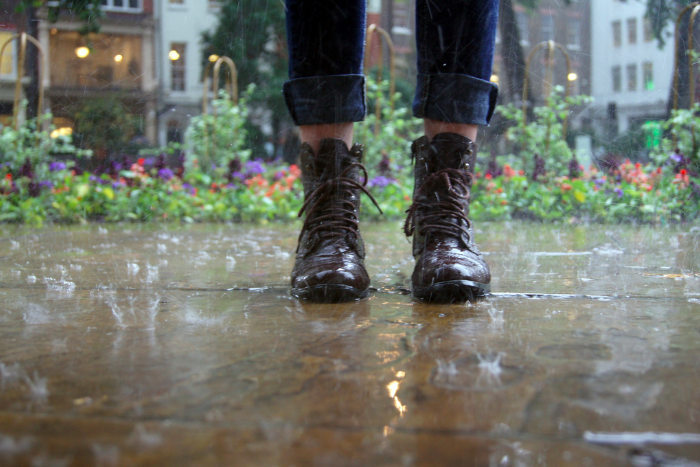 Как уберечь ботинки от слякоти? Советы по уходу за обувью из кожи, замши и ткани