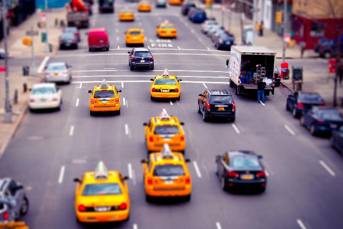 Как проверяют водителей такси, которое вы заказываете через мобильное приложение?