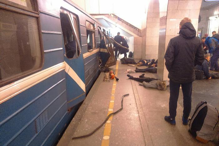 «Я сел на пол или лег — не помню, — и ждал, что будет»: рассказ пассажира вагона, в котором прогремел взрыв