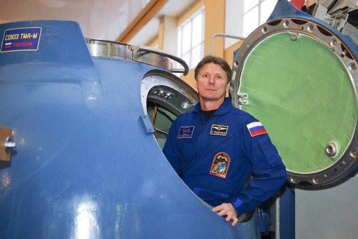 Космонавт-рекордсмен, герой видео с «печальными разговорами космонавтов» Геннадий Падалка уходит в отставку