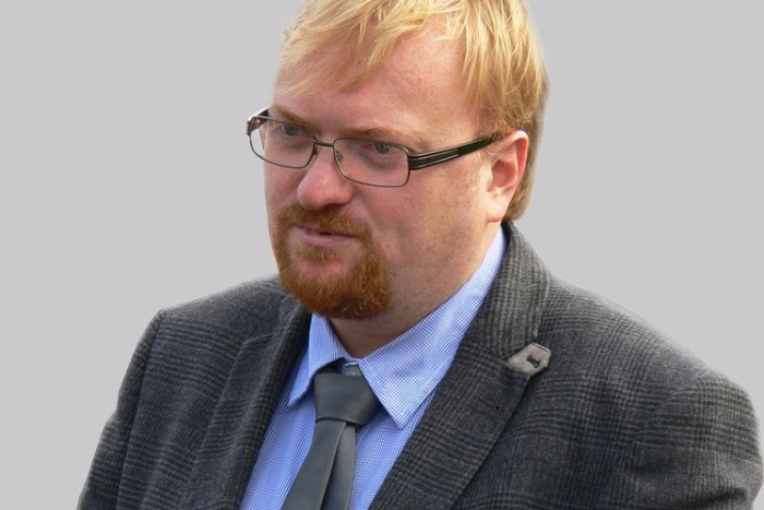 Милонов внес в Госдуму законопроект о запрете соцсетей для детей младше 14 лет