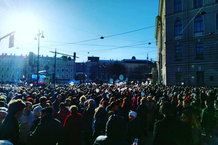В Петербурге прошла акция в память о жертвах теракта. Пришли тысячи людей