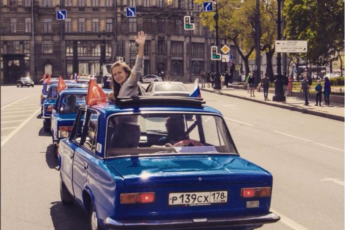 В Петербурге запустили экскурсии по городу на «копейках»