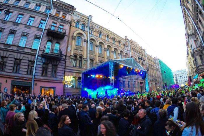 «Агата Кристи» на Рубинштейна: 10 фото и видео с уличного концерта