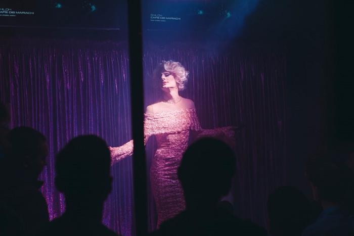 «Ночью ты надеваешь маску итворишь что хочешь»: артисты травести-шоу — о псевдонимах, костюмах для шоу и поклонниках