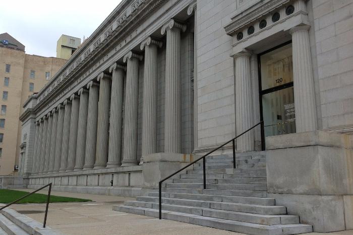 Профессии, которые ненавидят: помощник судьи — о праве и правде, нагрузках и ненависти адвокатов