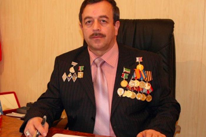 Петербуржец попросил власть разобраться с преследованием геев в Чечне. Ему ответил чеченский омбудсмен — «на правах старшего»