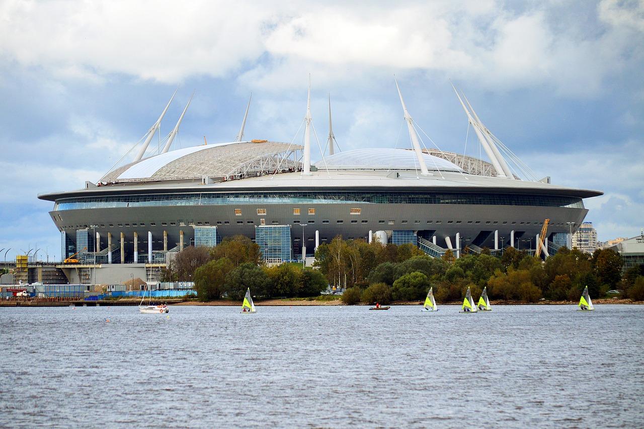 Срезанный газон и потопы: пройдите тест о неудачах стадиона на Крестовском