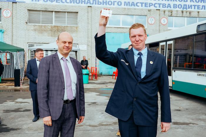 Водитель, плиточница, учитель и сомелье из Петербурга стали лучшими в своей профессии. Что для них это значит и любят ли они работу?