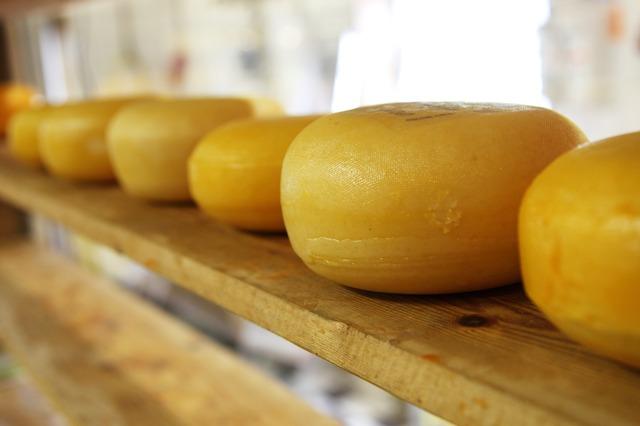 Путин продлил продуктовое эмбарго. Сыр и хамон под запретом до конца 2018 года