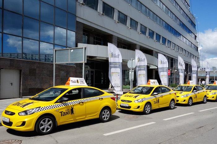 ФАС возбудила дело в отношении сервиса Gett из-за наклеек на такси с минимальной ценой в 50 рублей