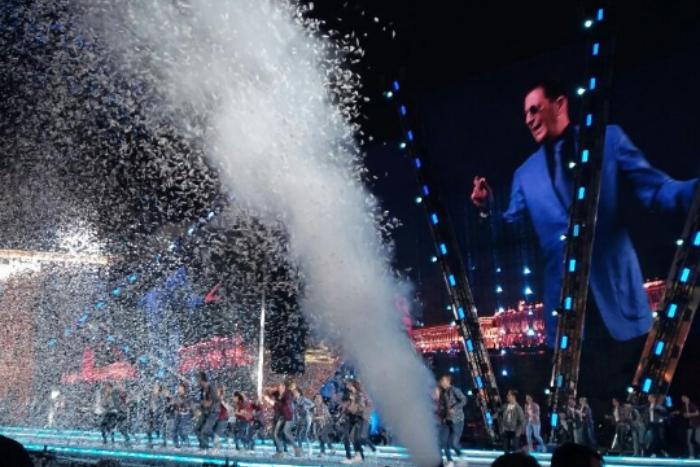 Как в 2017 году на «Алых парусах» праздновали выпускные и как на Дворцовой выступали «Мумий Тролль» и Лепс