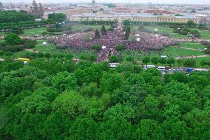 Сколько людей пришло на Марсово поле 12 июня. Видео с квадрокоптера