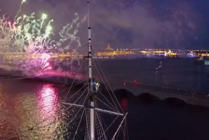 Петербургские руферы сняли фильм о праздновании «Алых парусов» этим летом. И забрались на мачту брига Tre Kronor