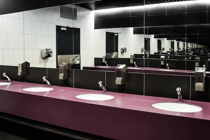 Могут ли вас не пустить в туалет ресторана без заказа и законно ли требовать деньги за посещение уборной?