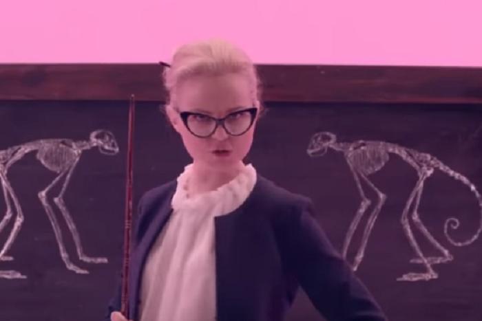 Клип Алисы Вокс про школьников, которые ходят на митинги, пропал с YouTube