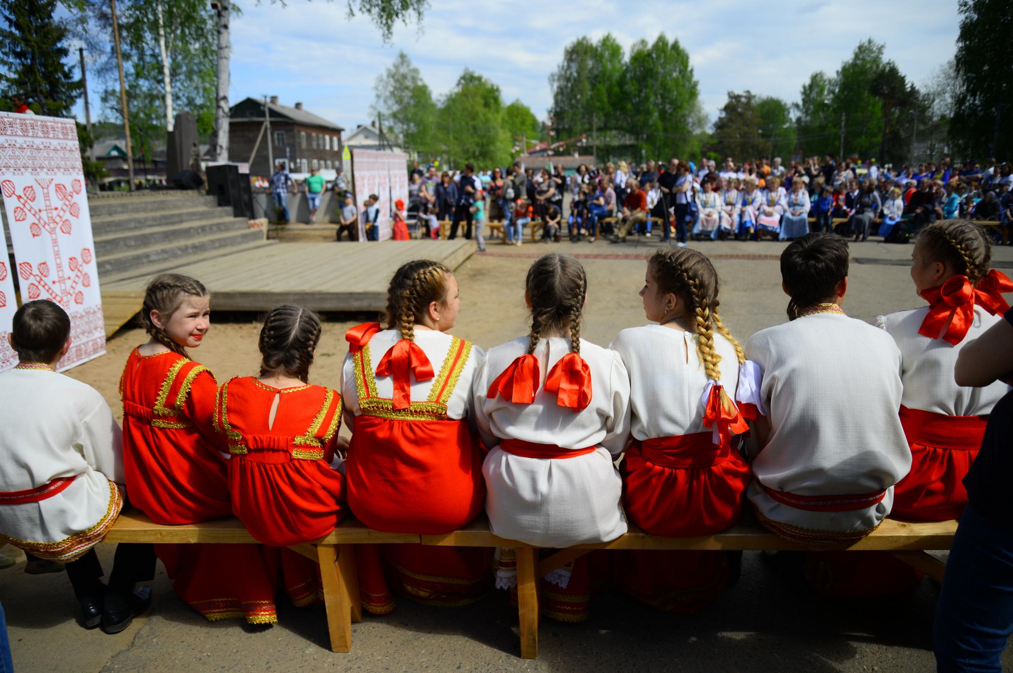 Это вепсы — коренной народ Ленобласти. «Бумага» побывала на их главном празднике в году