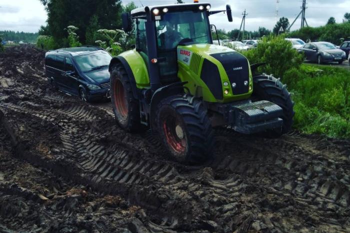 С парковки фестиваля «Нашествие» эвакуировали более 850 машин. Они увязли в грязи