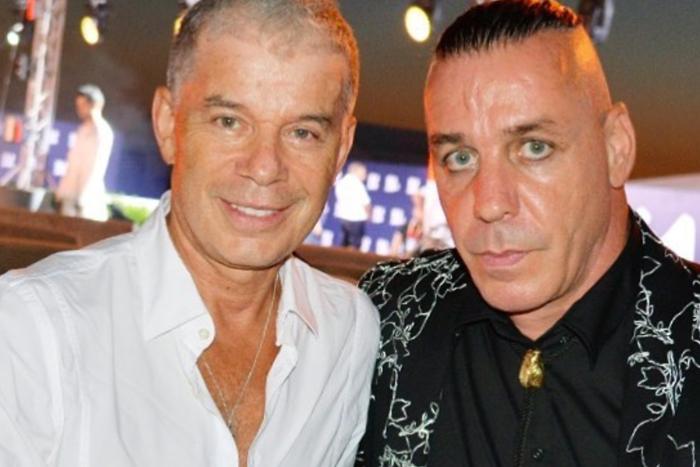 Российские звезды фотографируются с солистом Rammstein на фестивале в Баку. Линдеманн просит о помощи