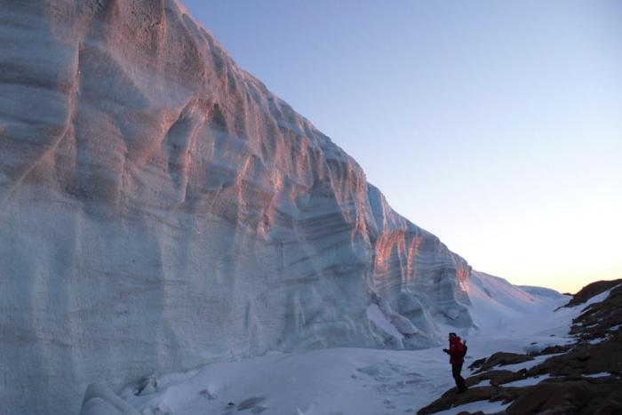 Уехать на год в Антарктиду, чтобы работать сисадмином на полярной станции среди неземных пейзажей