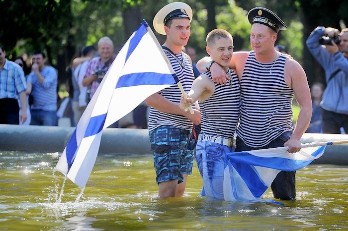 Какие дороги перекроют и мосты разведут 28 и 30 июля из-за Дня ВМФ и откуда лучше смотреть военно-морской парад
