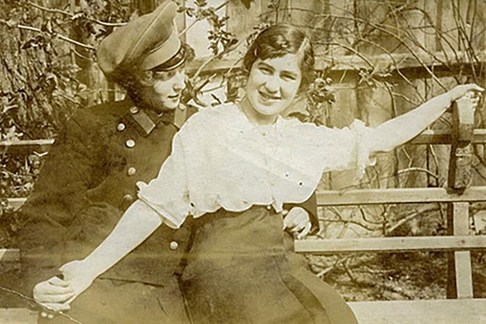 Как Петроград стал гей-столицей СССР? Рассказывает искусствовед Ольга Хорошилова, которая исследует историю травести-культуры
