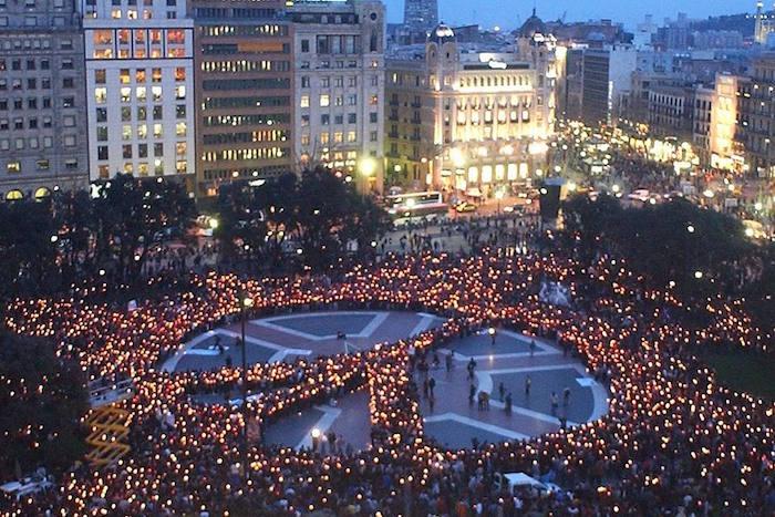 Россиянки, которые находились вцентре Барселоны во время теракта, рассказывают, что происходит вгороде