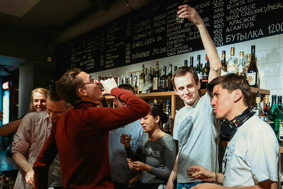 Бар в парадной и коктейль «Довлатов»: пройдите тест ипроверьте, как хорошо вы знаете питейные заведения Петербурга