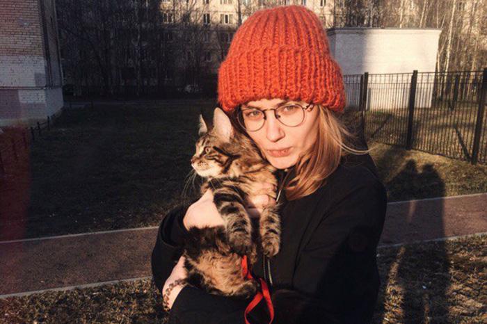 Петербурженка с котом на поводке, объяснитесь: зачем выгуливать животное, ему же страшно!