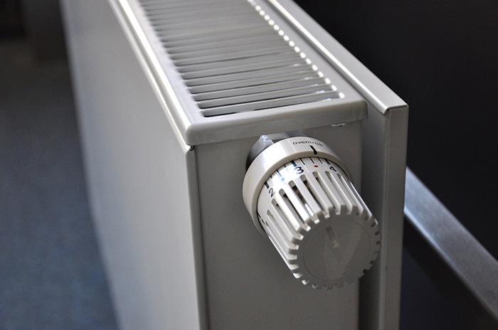 Почему отопление не включают в холода?