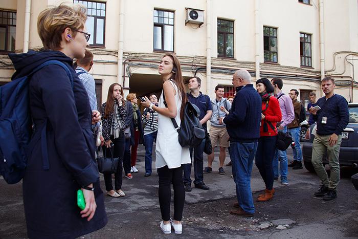 Восемь уличных экскурсий поПетербургу. От прогулки сбездомным до поездки насамокате