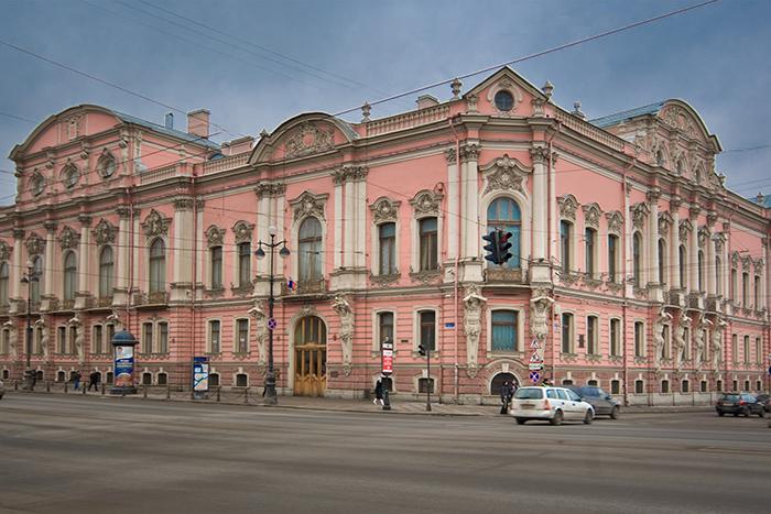 Особняк на Невском или домик всаду? Пройдите тест и выясните, какой петербургский дворец вам больше подходит