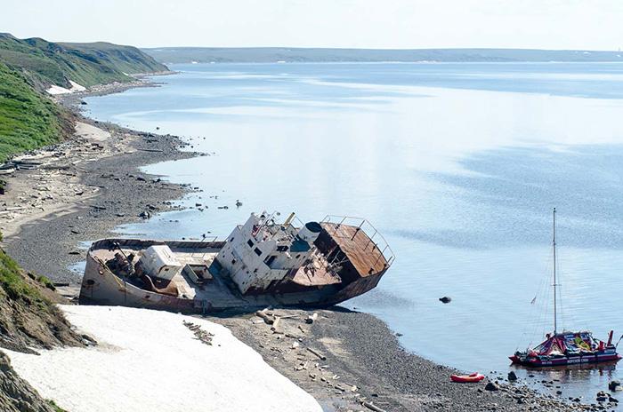 Проплыть под парусом четыре северных моря, попасть в шторм и встретить моржей