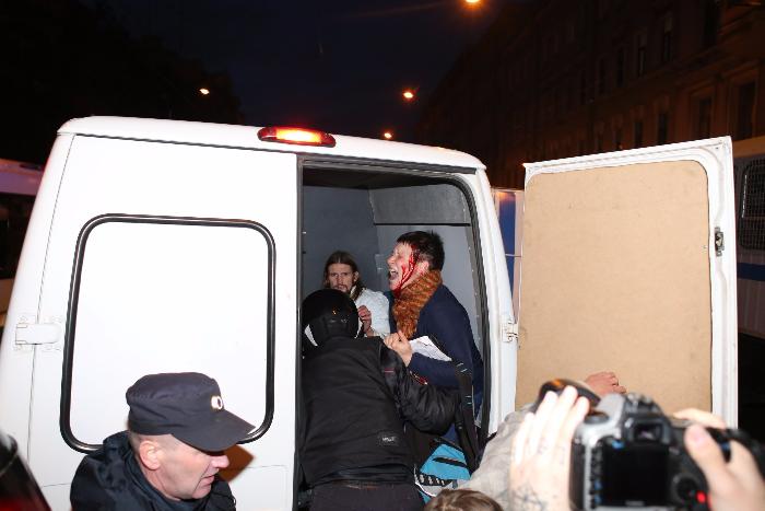 Волонтерке «Группы помощи задержанным» призадержании разбили голову. Фото