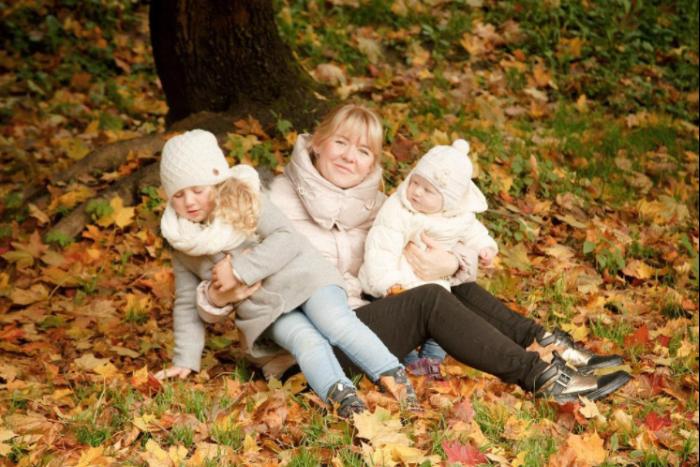 Петербурженка, зачем вы фотографируетесь в опавших листьях: они же грязные! 🍂