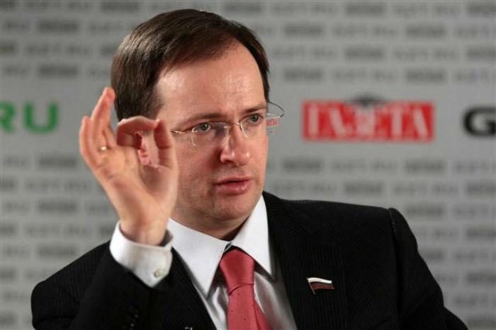 ЕУ проведет дискуссию «Казус Мединского» об отношениях чиновников и ученых