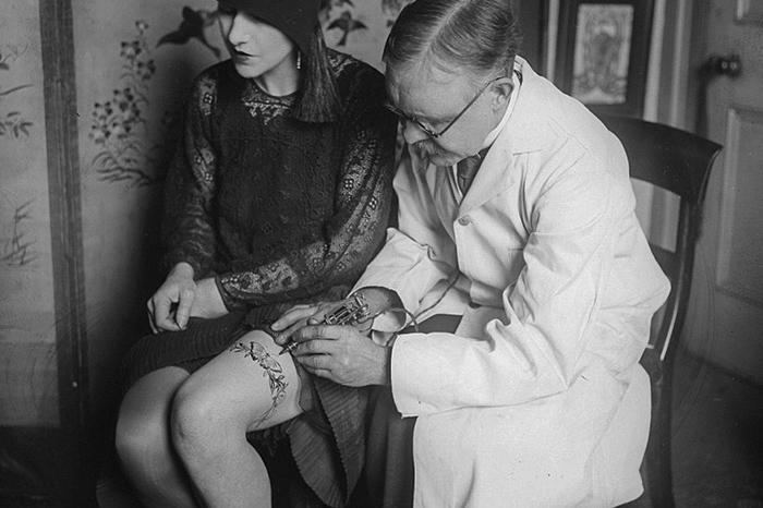 Бабочки, черепа и эрегированные члены: какие татуировки набивали петроградцы в 1920-е годы. Рассказывает искусствовед