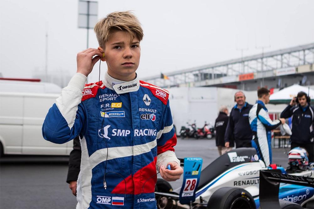Участвовать в молодежных гонках «Формулы» с 15 лет и первым изроссиян поступить в престижную академию Ferrari