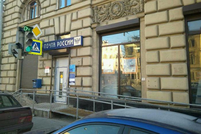 Сотрудник петербургской «Почты России» слал клиентам смс-оповещения иизбавился от очередей, ноуволился после конфликта сначальством. История почты, которая заботилась о людях